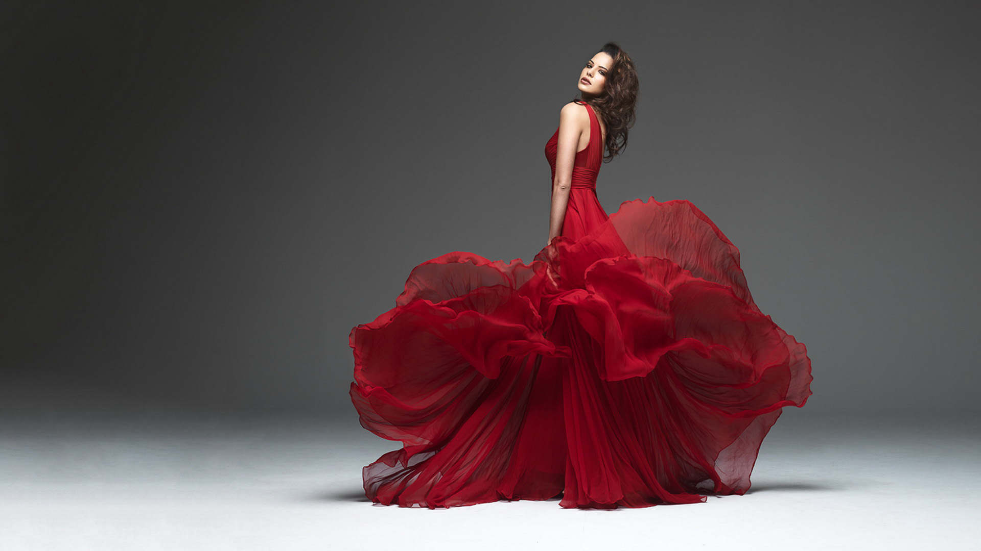 733ebd6f_Girl-Fashion-Dress-Red-Desktop-Wallpaper