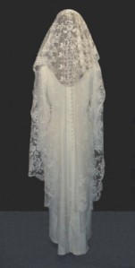 VEILED-BRIDE-WEDDING-LACE-BLACK & WHITE-4X9